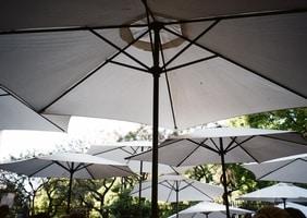Parasol w ogrodzie — czy jest potrzebny?